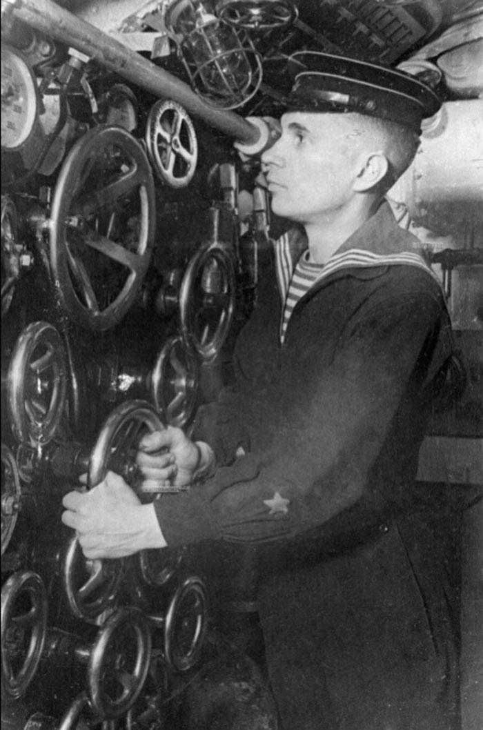трюмный машинист на подводной лодке