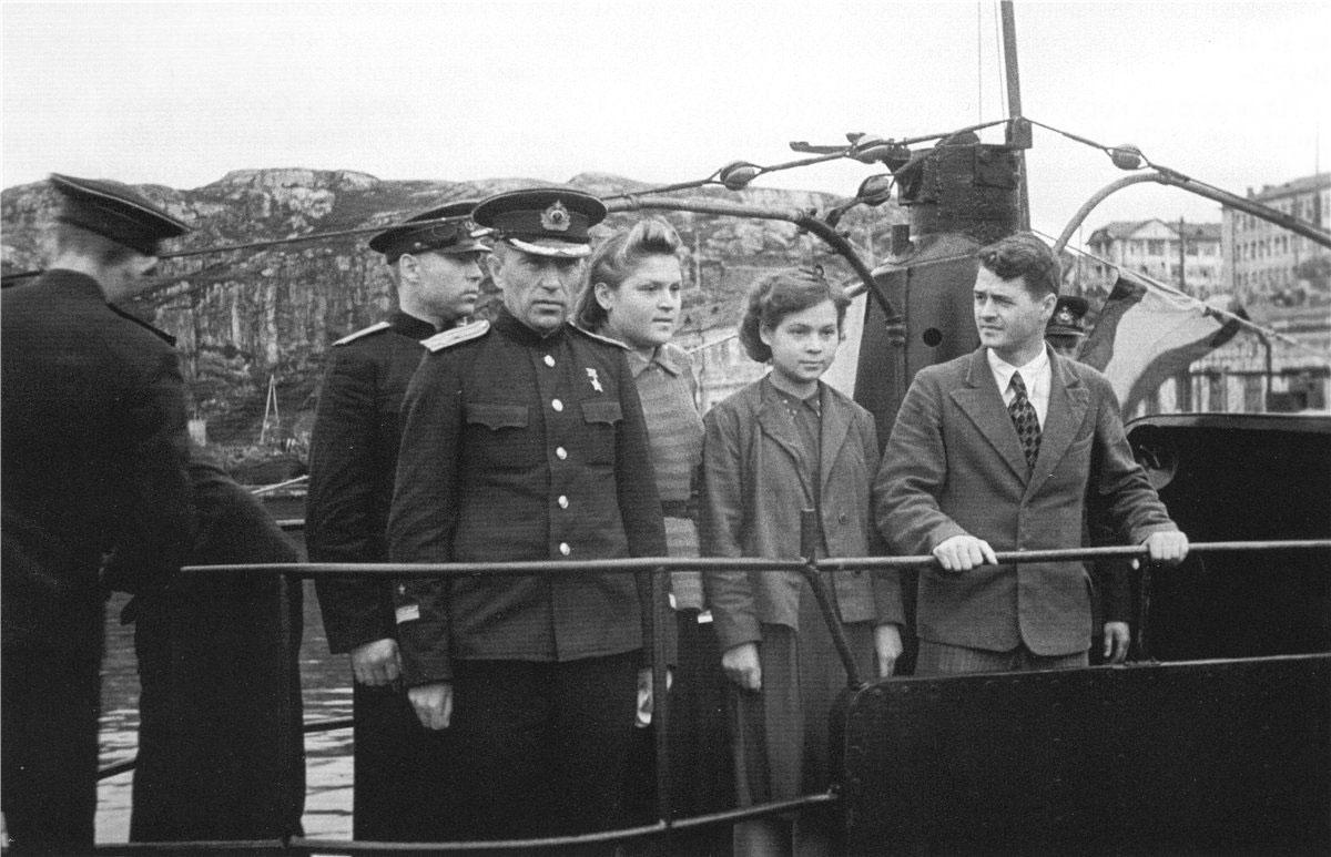 командир подводной лодки комсомолец