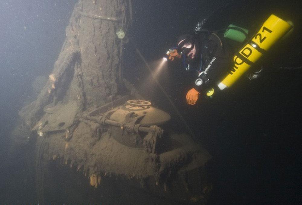 на какую глубину опускается подводная лодка