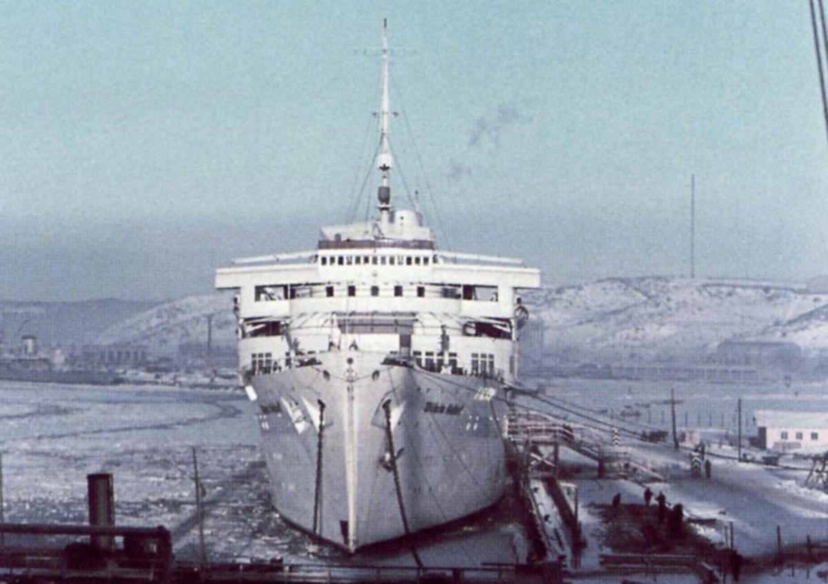 30 января 1945 года легендарный российский подводник александр маринеско потопил немецкий транспорт вильгельм